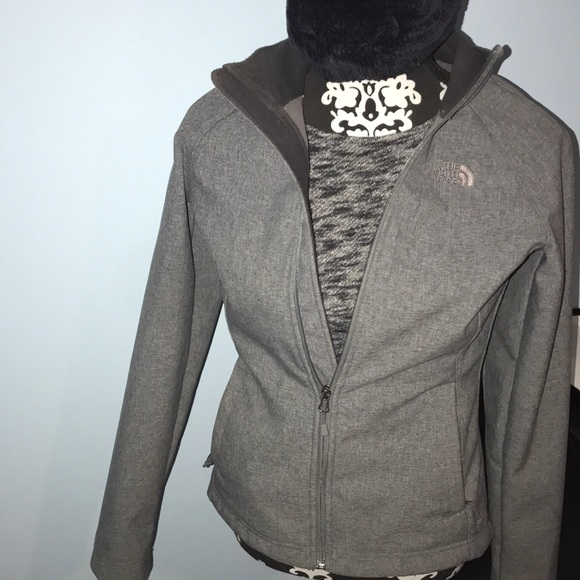 08b02a0dd HOLIDAY SALE! The North Face Light Weight Jacket!